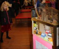 2017_LAS Children's Art Show_BEST_LookingAtArt2